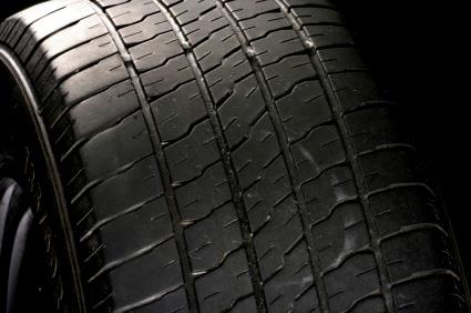 Däck med litet mönsterdjup är farliga - trots att de rimmar med lagens bokstav